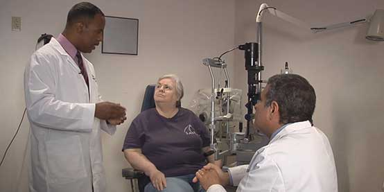 Drs Sumlin and Ginsburg discuss cataracts with patient